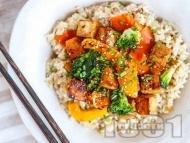 Рецепта Веган темпе с моркови, броколи и кафяв ориз със соев сос и кленов сироп